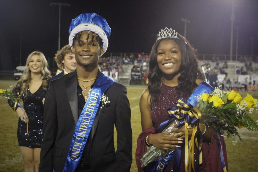 Homecoming+Queen+and+King%2C+Jaylen+Peters+and+Destiny+Shepard